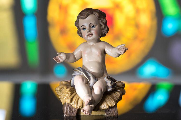 Niño Jesús sentado